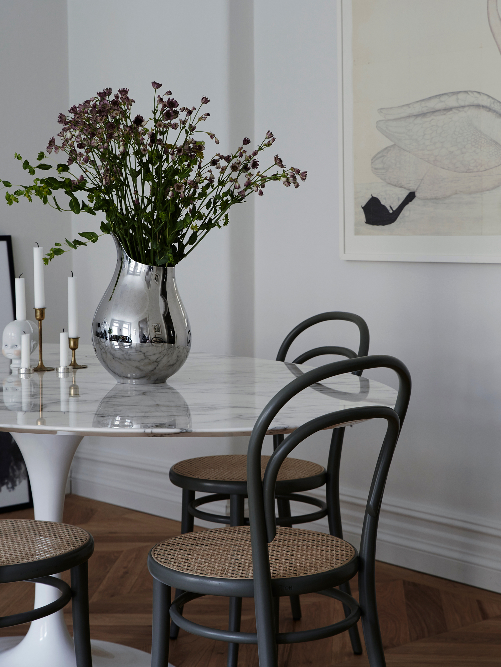 Saarinen oval dining table - Knoll, Chair 14 - Ton, Mama vase - Georg jensen