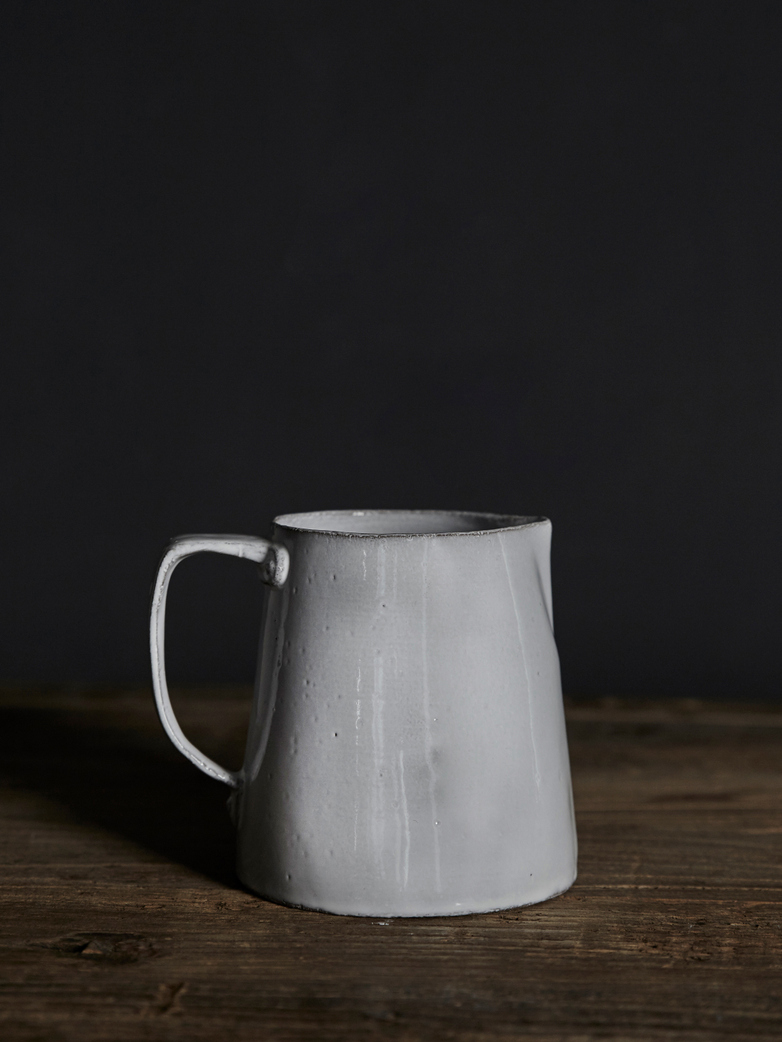 Rivet Pitcher