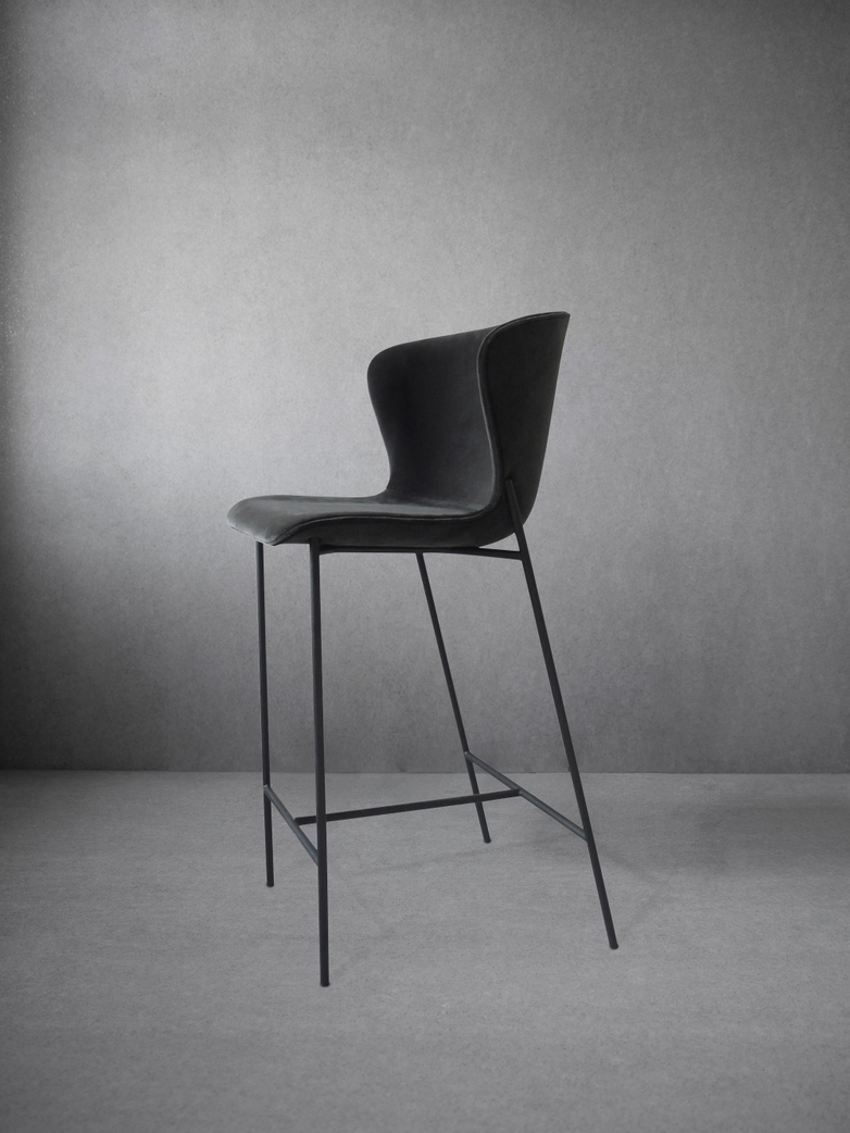 La Pipe High Chair Velvet Dark Grey - Black Frame