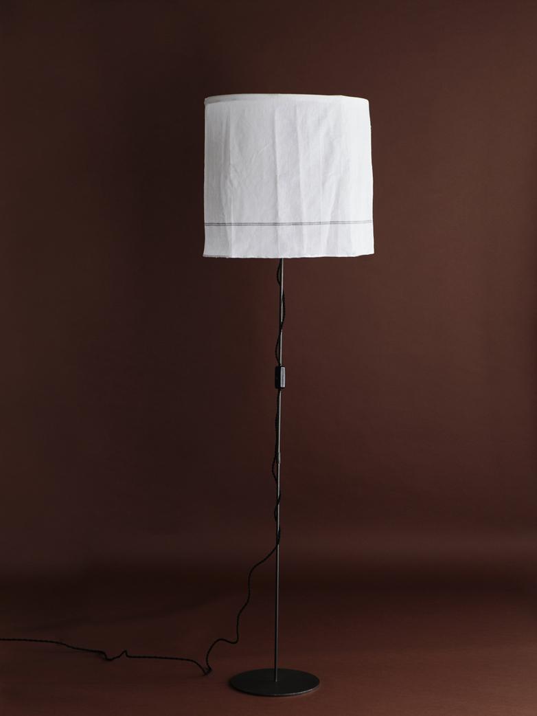 Akio Noir Lamp