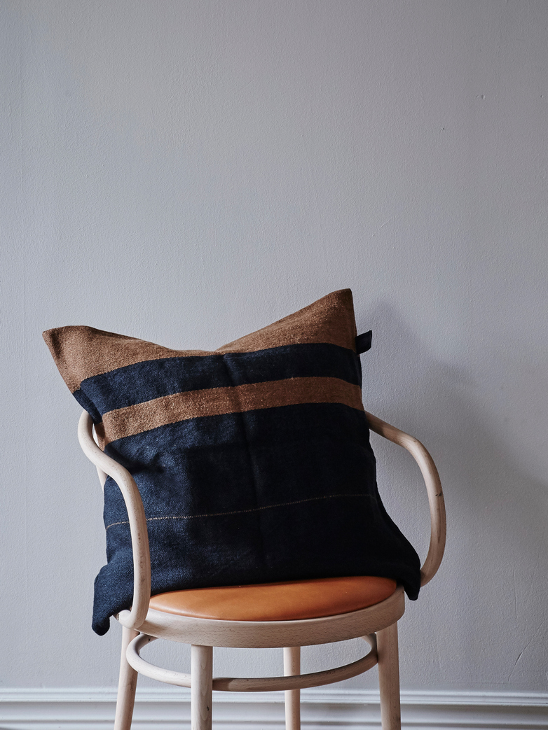 Oscar Pillow - Black stripe