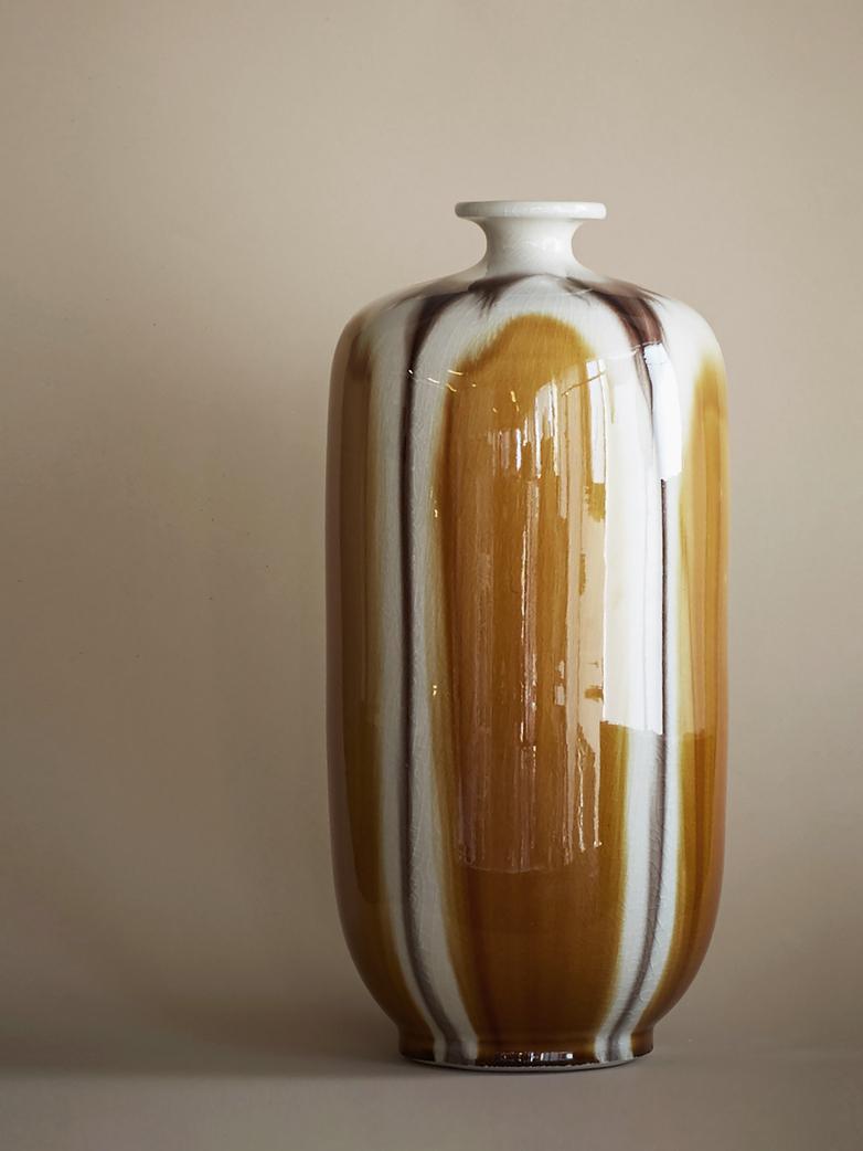 Reactive Lion Vase