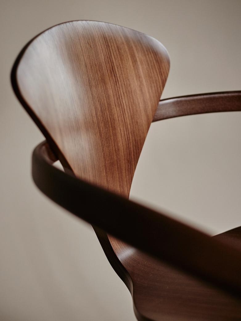 Armchair – Classic Walnut
