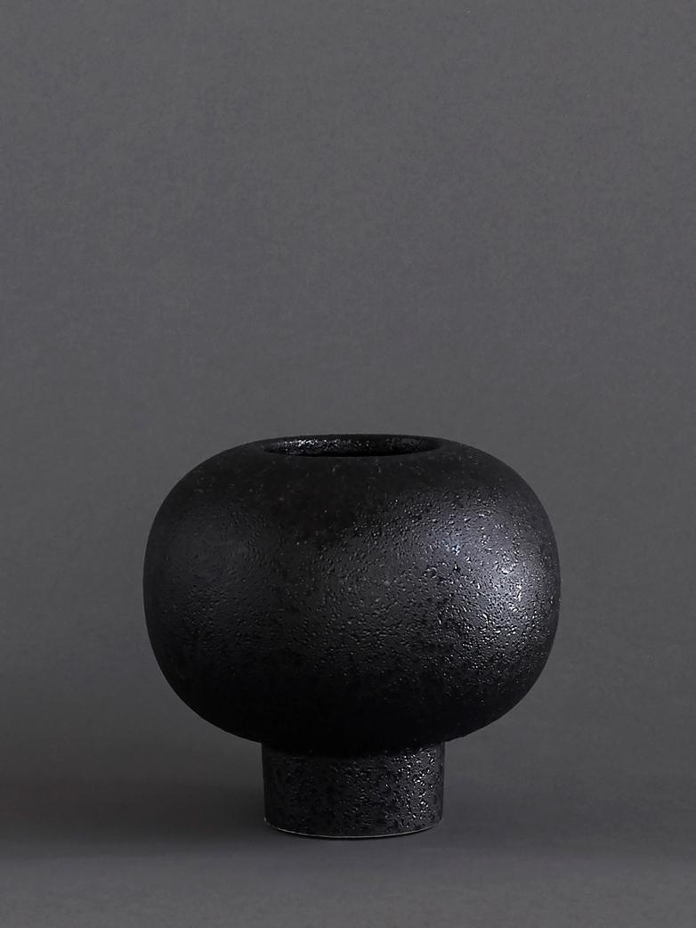 Vesuvius Vase Black