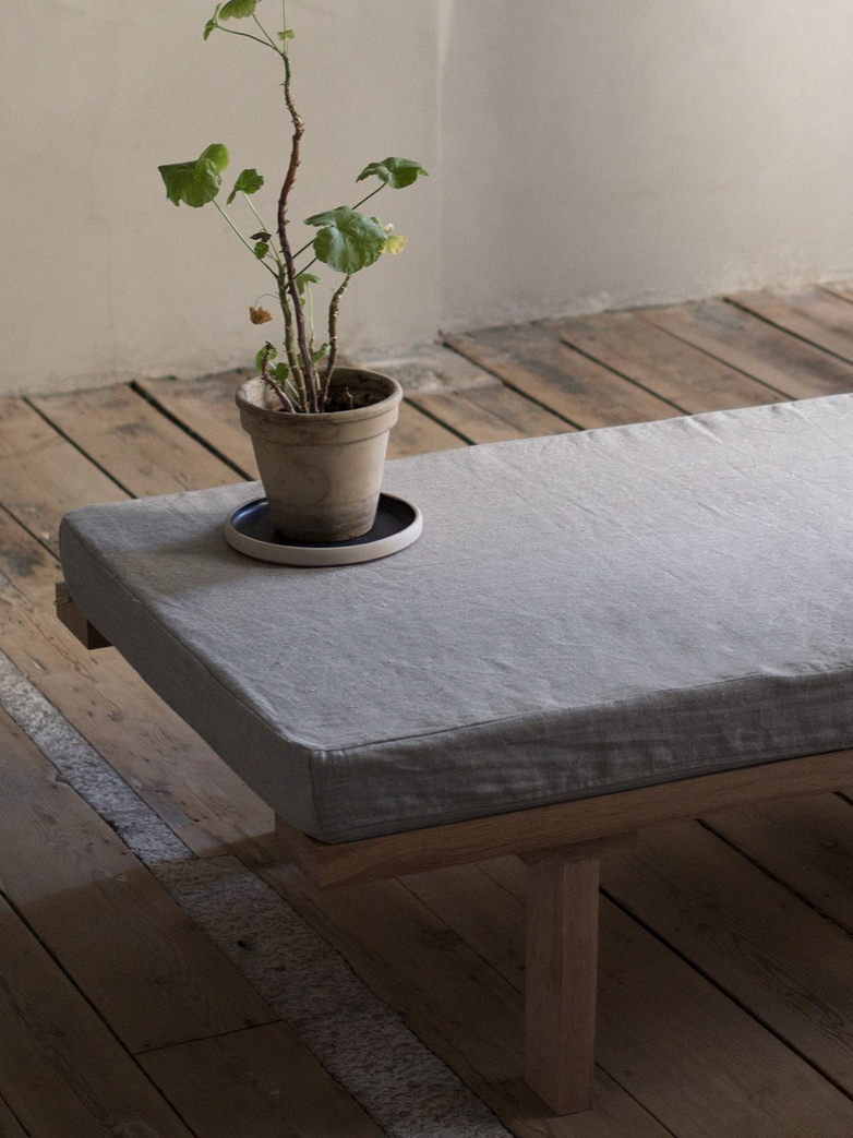 KR-180 Daybed