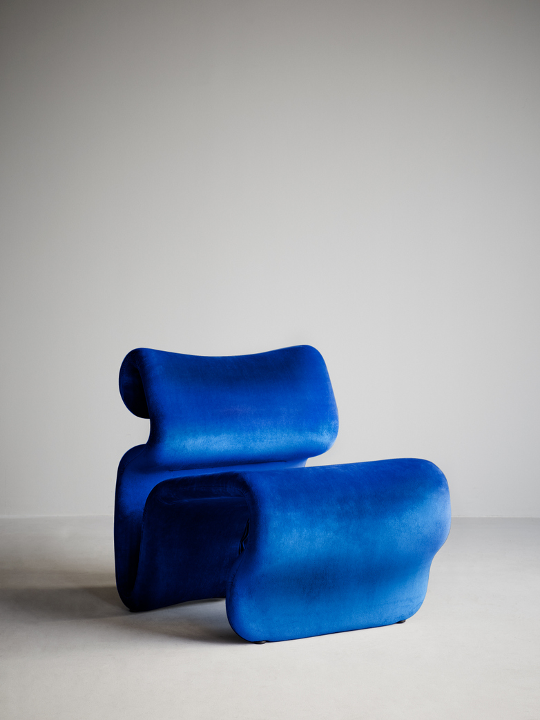 Etcetera Easy Chair – Klein Blue