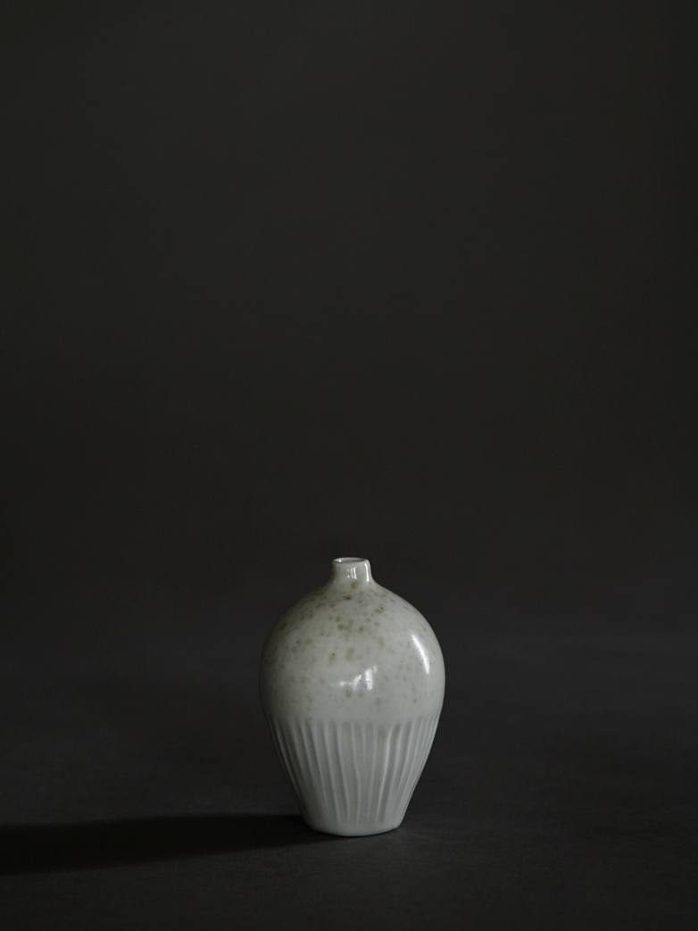 Ebba White Freckles Vase – Small
