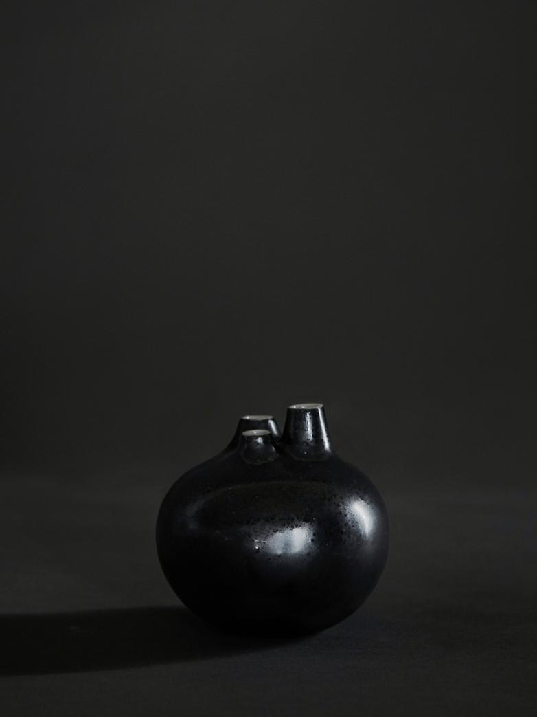 Bari 3 Vase – Black