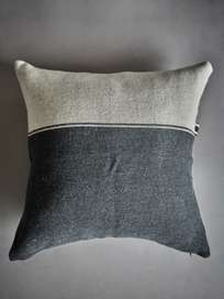 Marshall Pillow – Black Flax