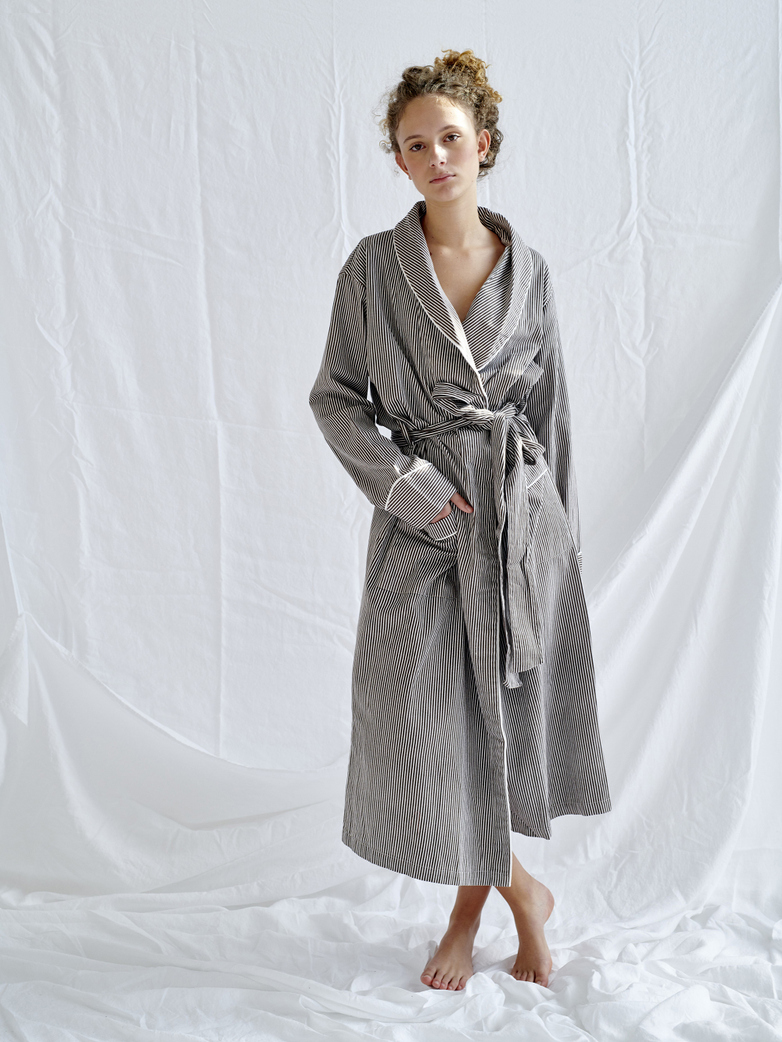 Robe – Coffee/White