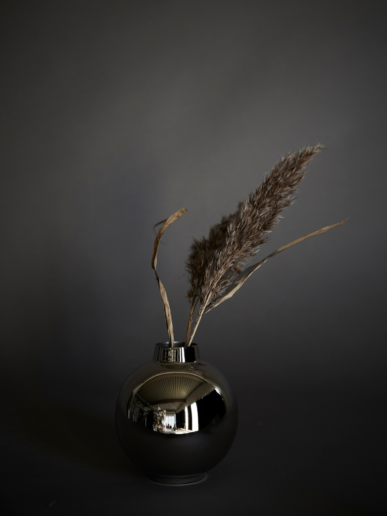 Oscar Polished Vase