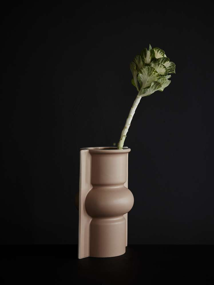 Mold Shape Flower Vase – Matt Mocha - 380 SEK