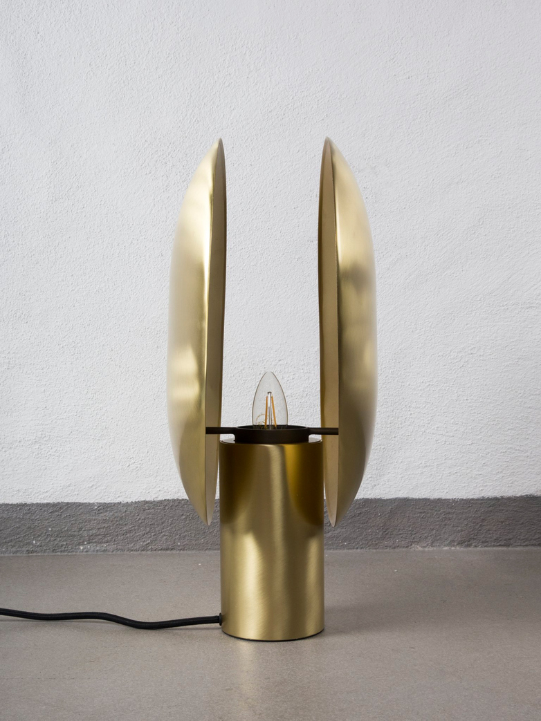 Clam Table Lamp – Brass