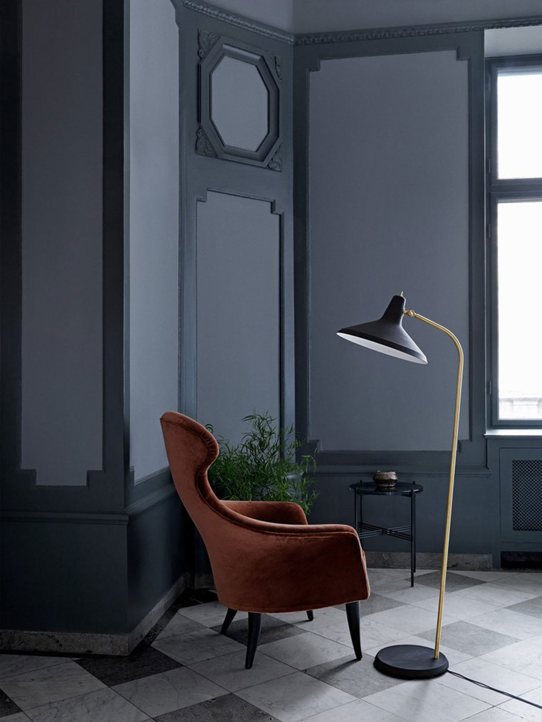 G-10 Floor Lamp – Black Rough
