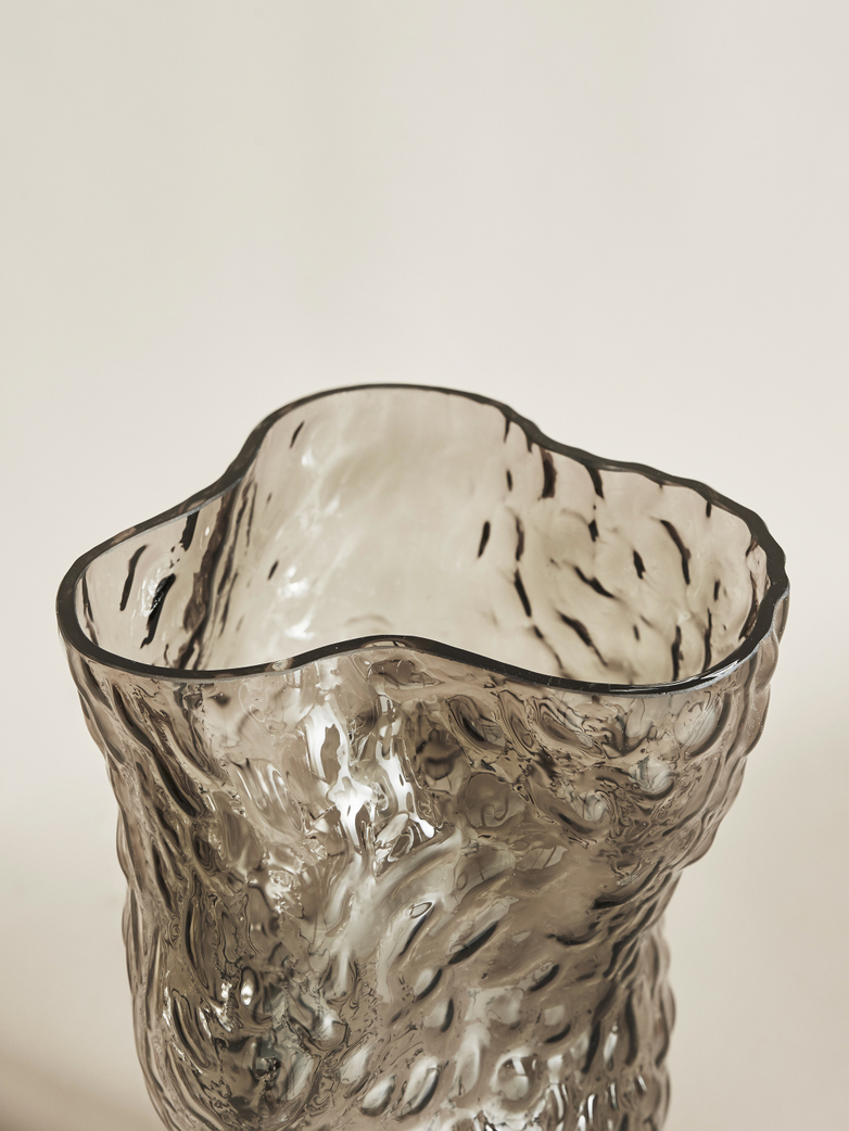 Ostrea Rock Glass Vase – Smoke