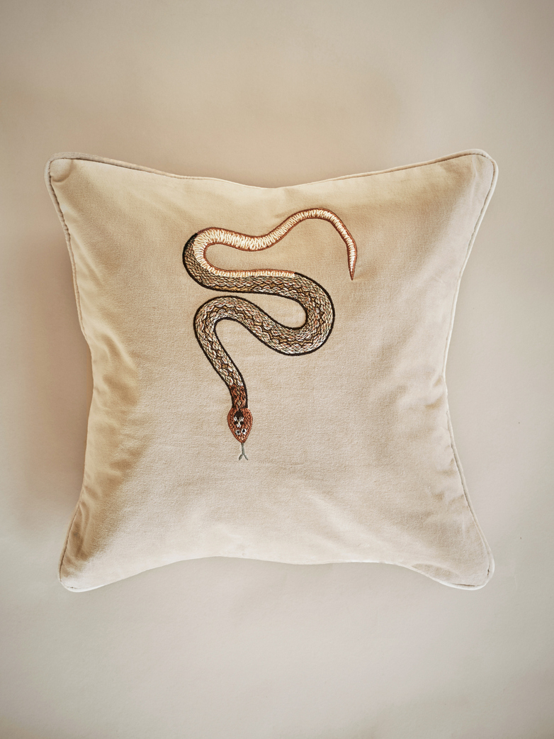 Cobra – Beige – 50 x 50