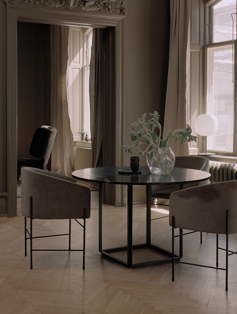 Florence Dining Table – Black Iron/Smoked Glass – Ø145