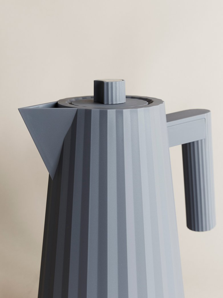 Plisse Electric Kettle – Grey