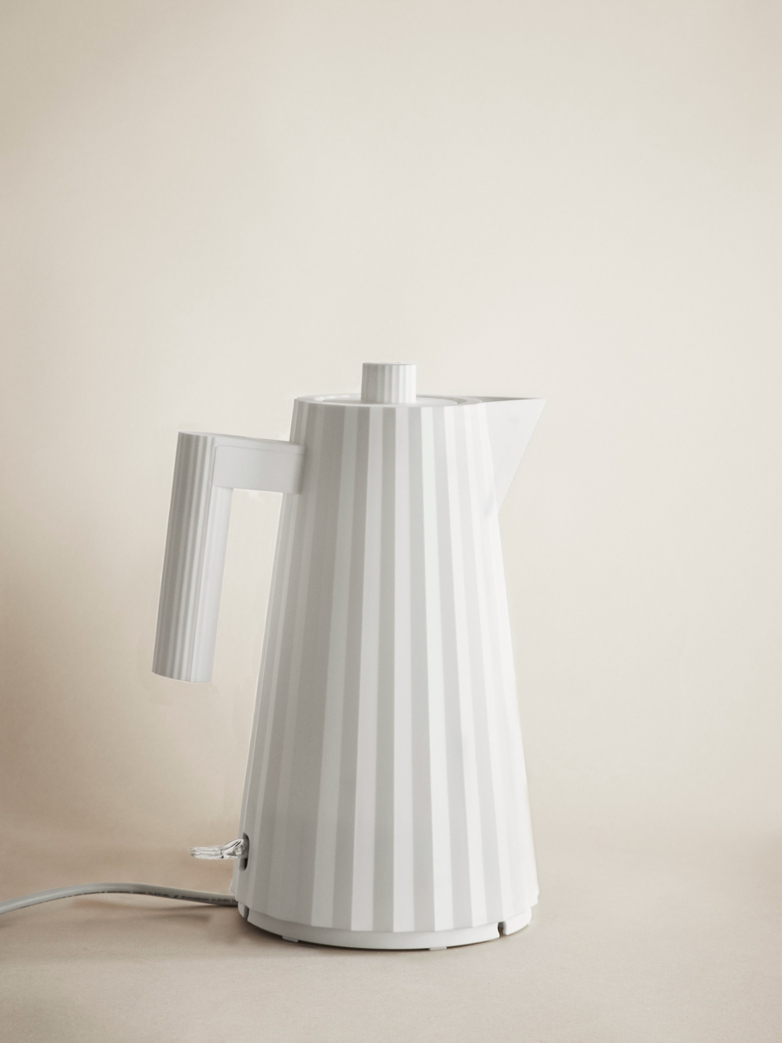 Plisse Electric Kettle – White