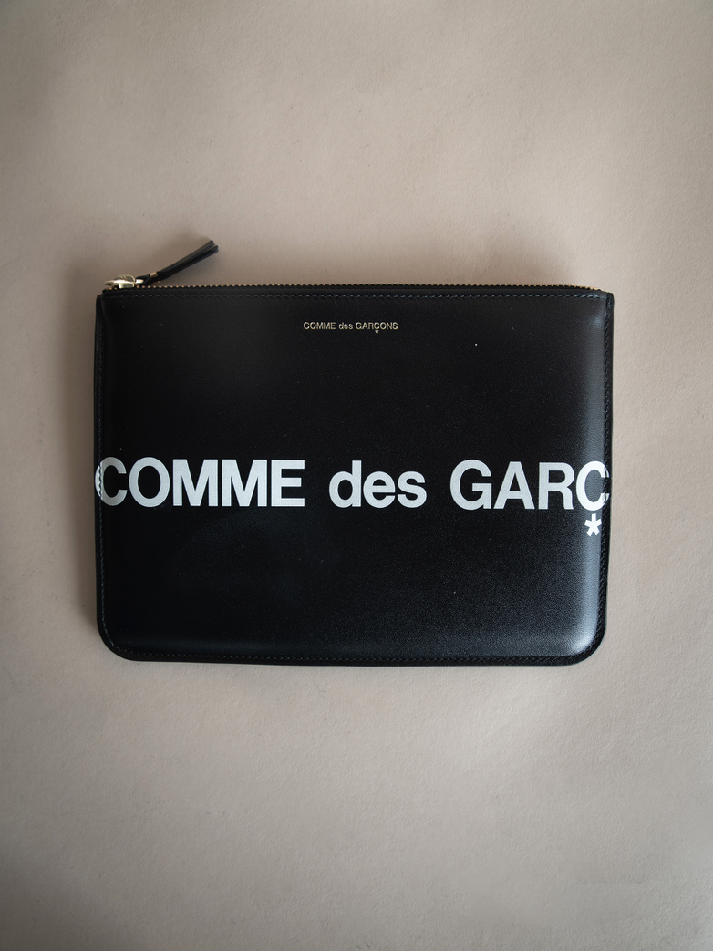 Huge Logo Pouch Wallet Black