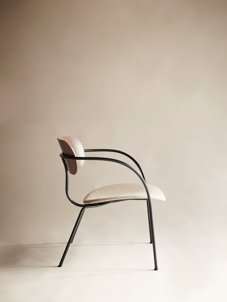 Pavilion Lounge Chair AV6 – Walnut/Brass fittings/Vidar 333