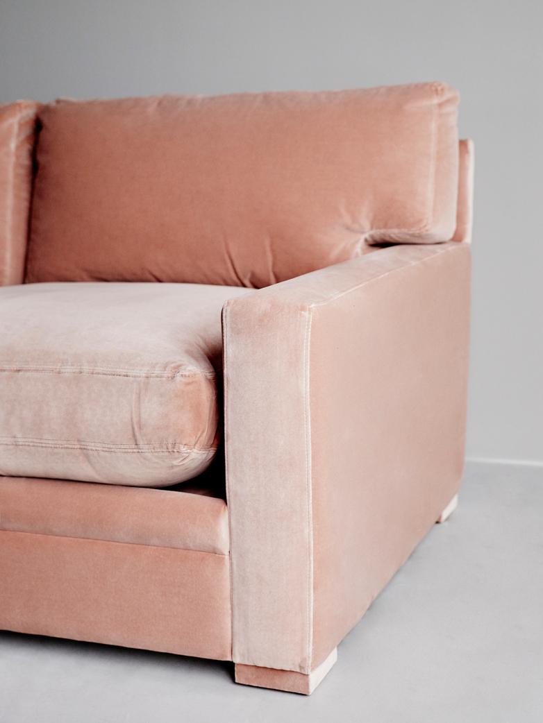 Victor Sofa – Smooth Velvet Poudre – 270 cm