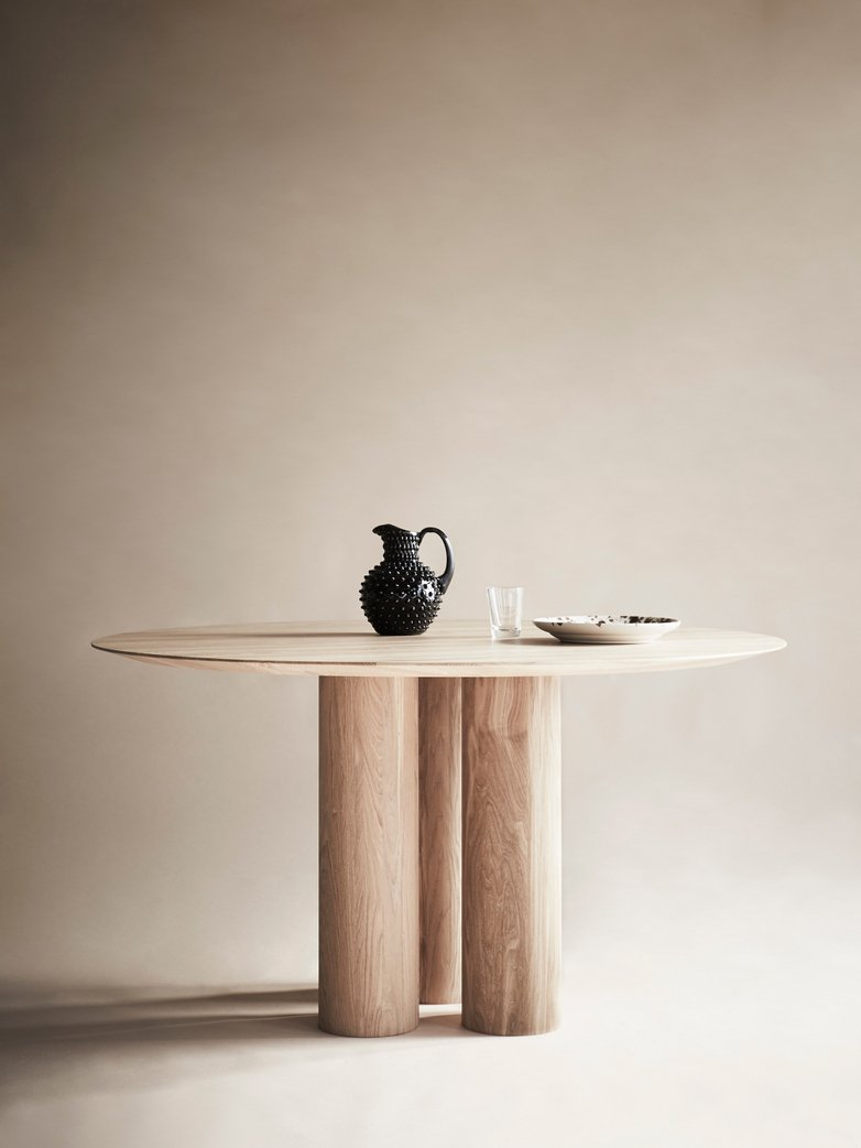 Hommage Grande Dinner Table – White Stained Oak