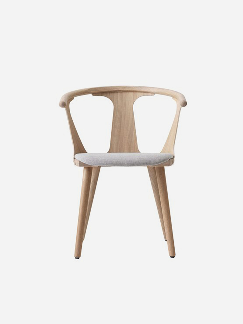 In Between Chair SK2 – White Oiled Oak – Fiord 251