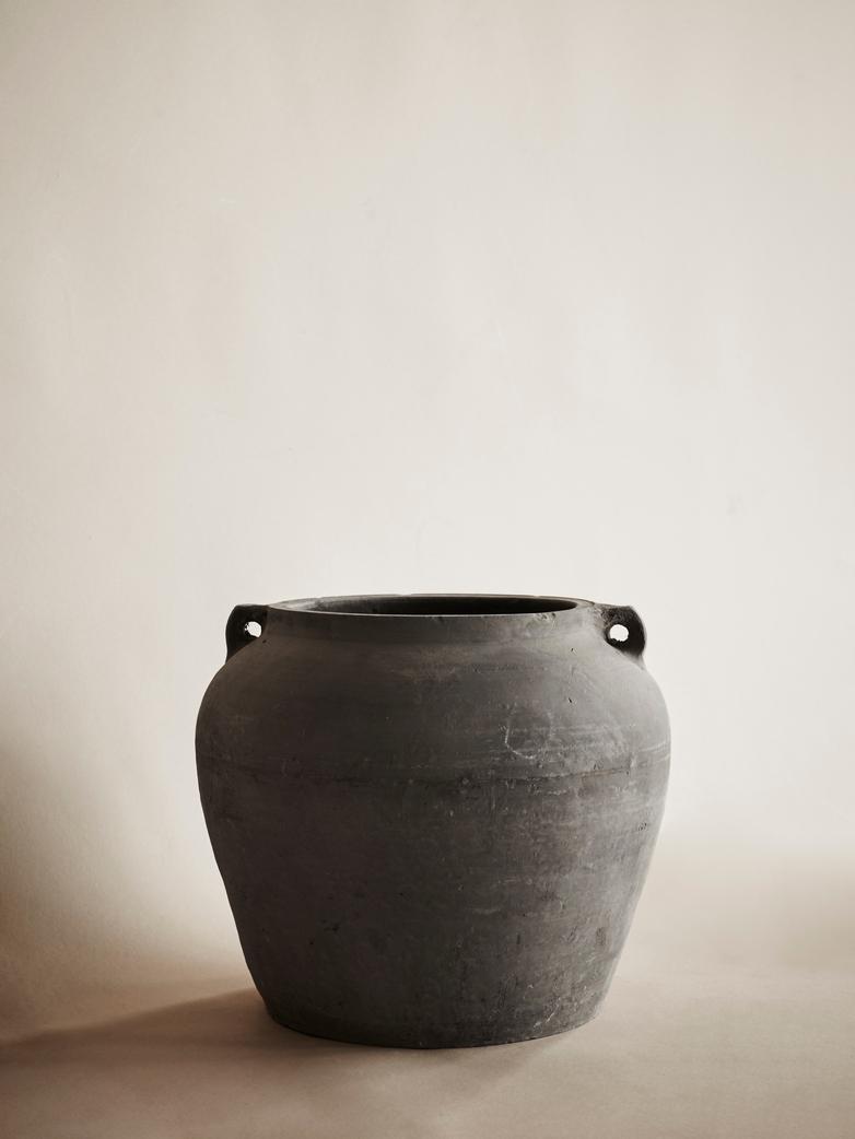 Black Urn – Large