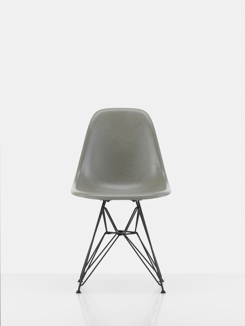Eames Fibreglass Side Chair DSR