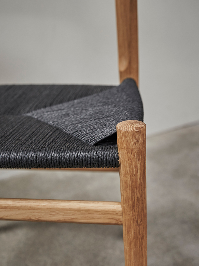 PP68 Chair – Oak – Black Paper Cord
