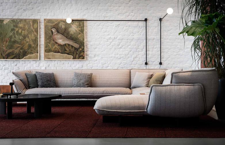 Potence Pivotante Wall Lamp – Black