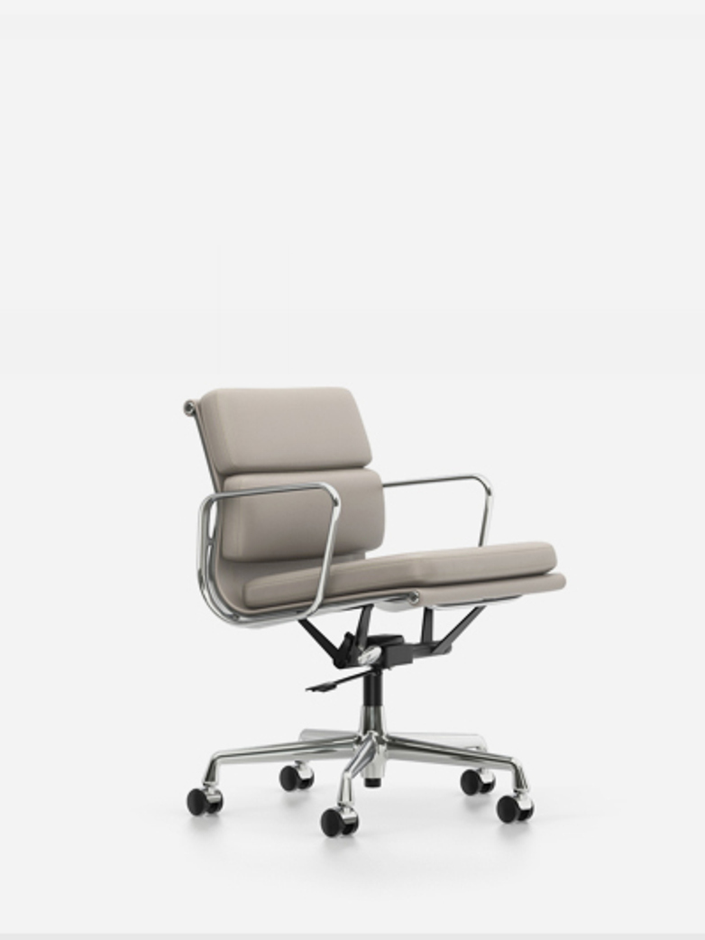 Eames Soft Pad Chair – EA 217 – Chrome – Sand