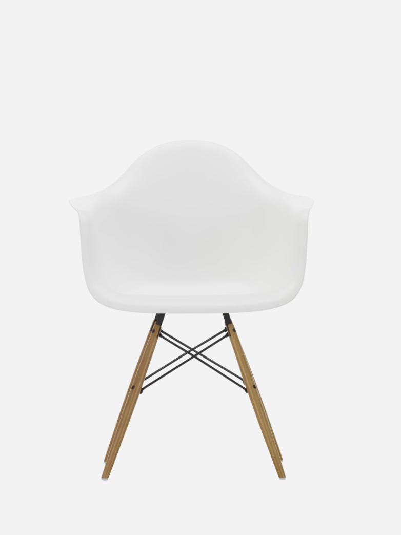 Eames Plastic Chair – DAW – White/Maple