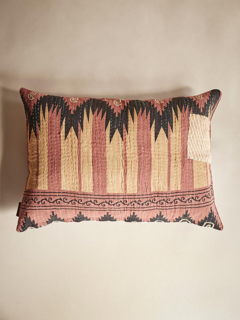 Sari Kantha – Aztec Red – 50 x 70