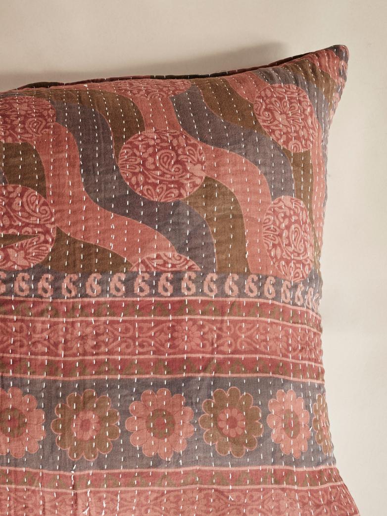 Sari Kantha – Red Wave – 65 x 65