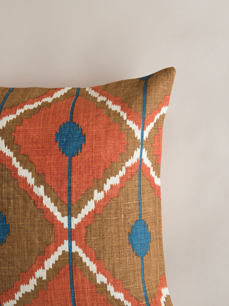 Pune – Taupe/Apricot/Blue – 50 x 50 cm