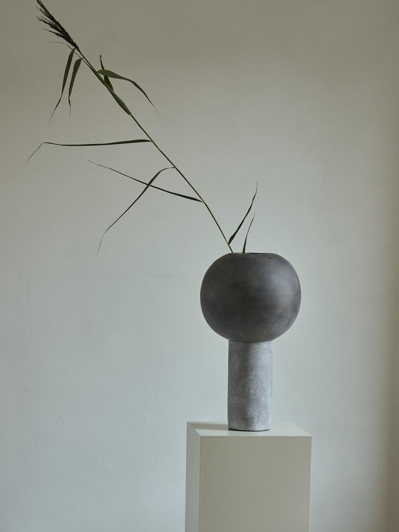 Madame Big Vase