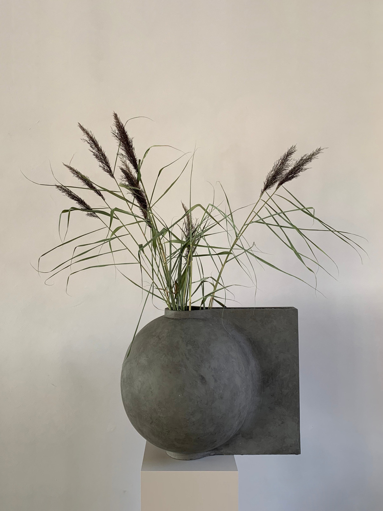 Offset Vase Big – Dark Grey
