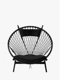 PP130 Circle Chair – Black Lacquered – Black Leather