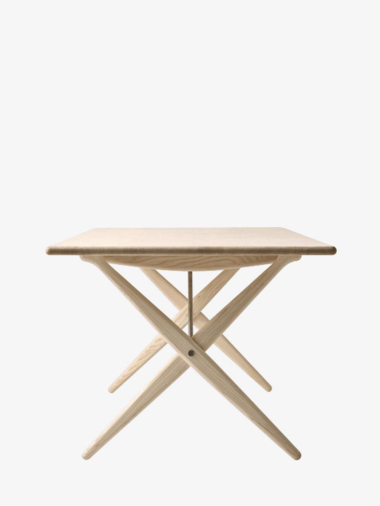 PP85 Crossed Legged Table – Soaptreated Ash – 160