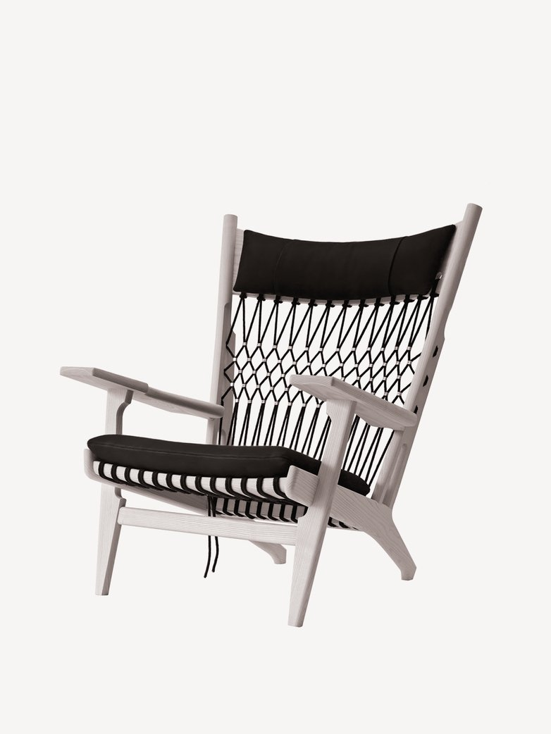 PP129 Web Chair – Soaptreated Oak – Black Leather