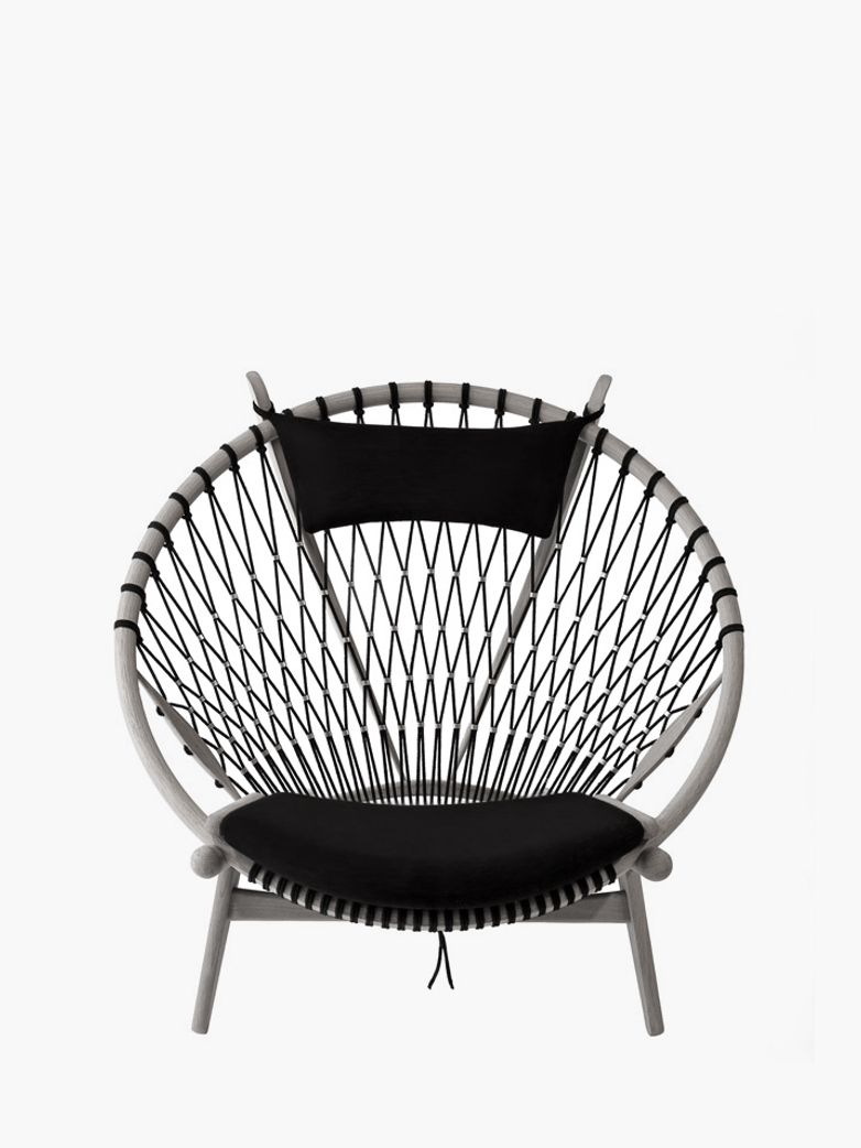 PP130 Circle Chair – Lacquered Oak – Black Leather