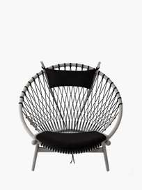 PP130 Circle Chair – Lacquered Ash – Black Leather