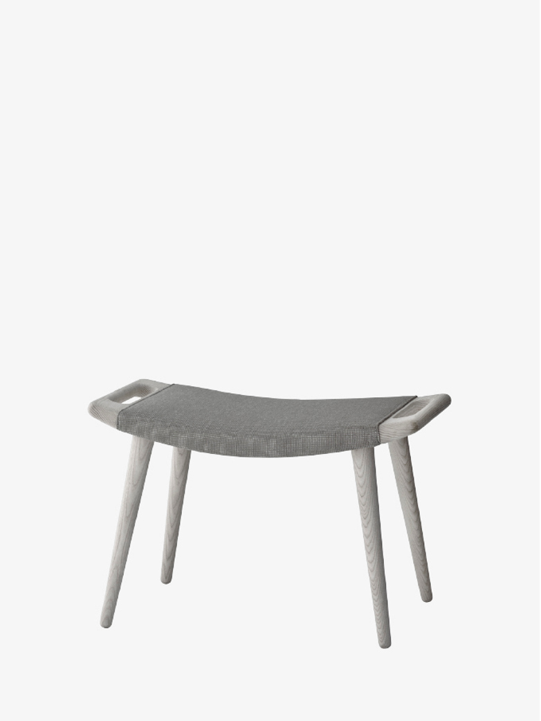PP120 Stool – Lacquered Ash