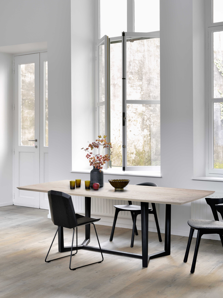 Facette Dining Table – Oak – 205 x 105