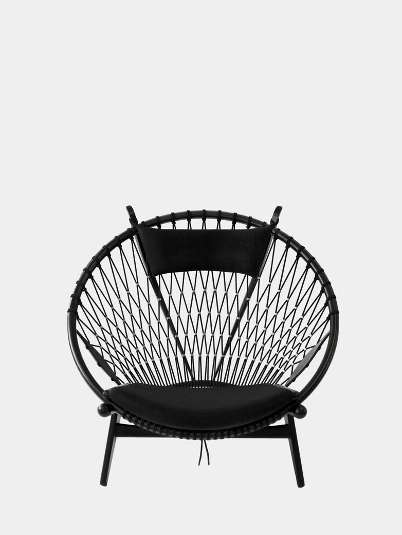 PP130 Circle Chair – Black Lacquered – Black Flag