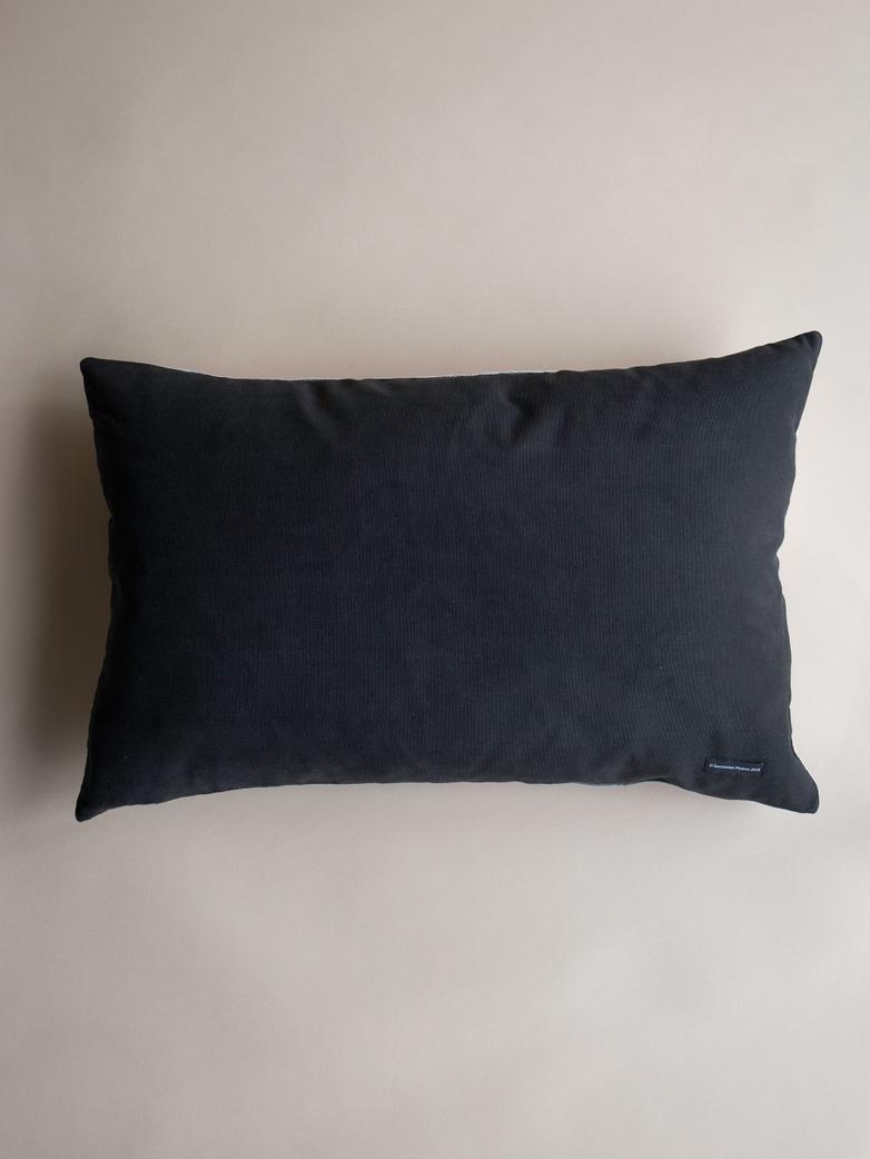 Picasso Cushion – Femme Lançant une Pierre – 40 x 60