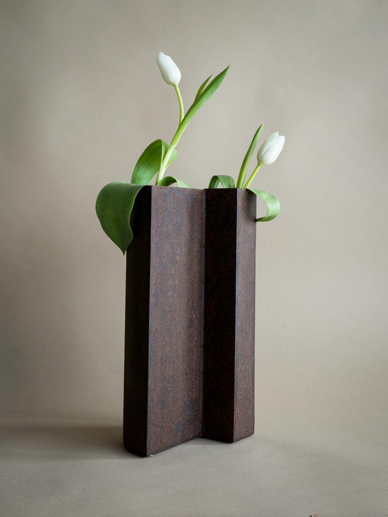 Yin Vase Rust