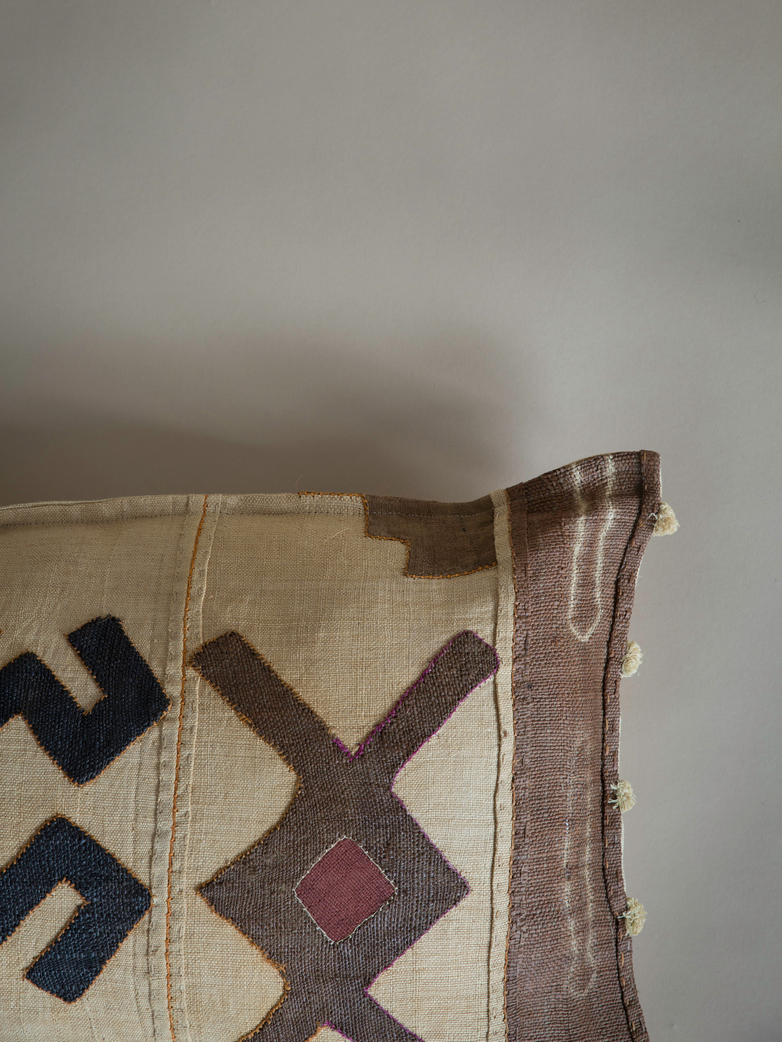Kuba Cushion 598